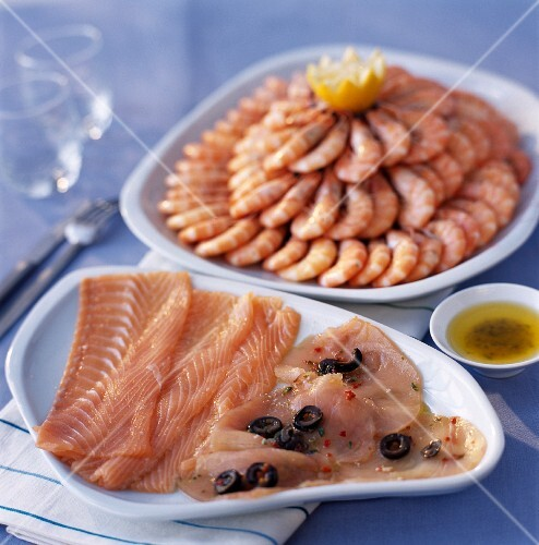 Smoked salmon carpaccio and fillets, shrimp pyramid