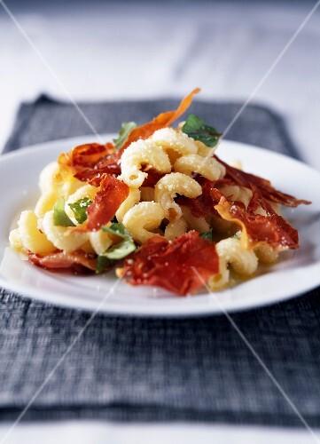 Spiral pasta with Parma ham,basil and parmesan