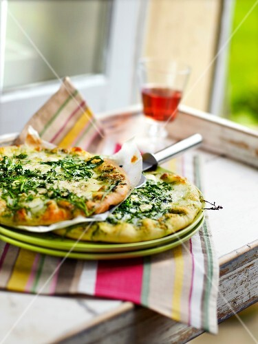 Cheese and rocket pizza