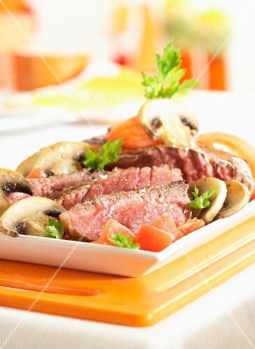 Rump steak with button mushrooms and chopped parsley