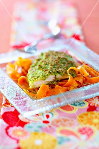 Sea bream in green crust with thin strips of carrots