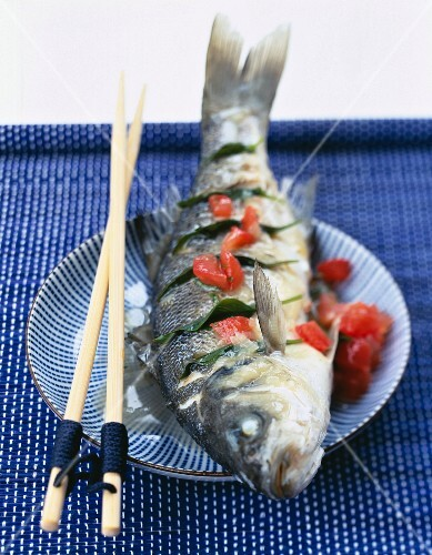 Steam-cooked fish with tomatoes and basil