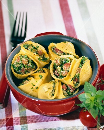 Conchiglies stuffed with crab and pesto sauce