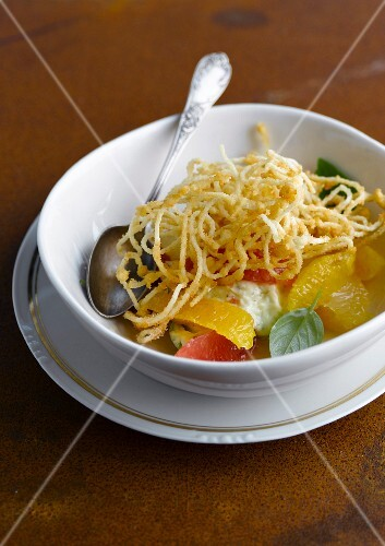Fried spaghetti with citrus fruit and mint cream