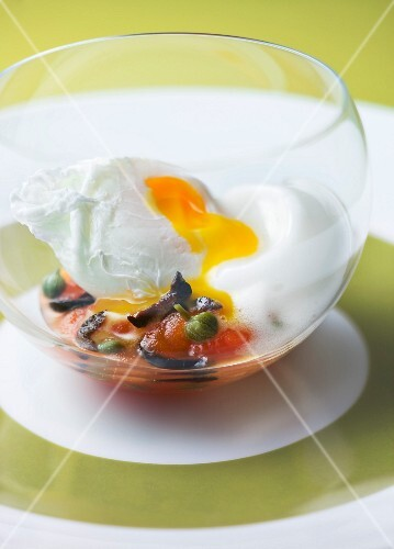 Poached egg with tomato, olives and capers