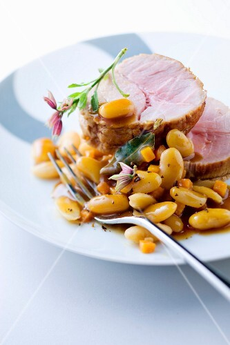 Roast veal with white haricot beans