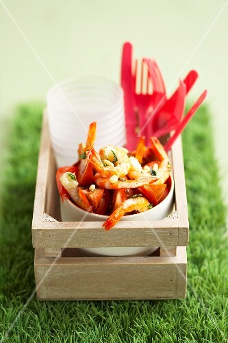 Shrimps marinated with tomatoes salad