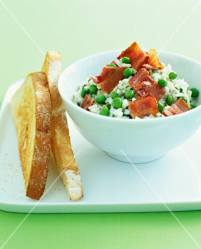 Rice salad with peas and bacon