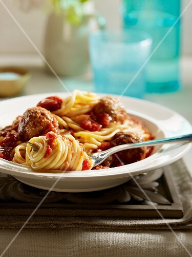 Spaghettis with meatballs and tomato sauce