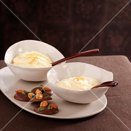 Honey mousse with orange and raisins