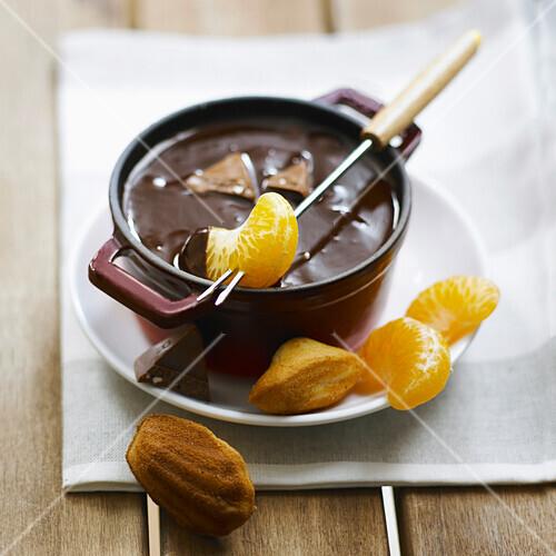 Obstfondue mit Tobleroneschokolade