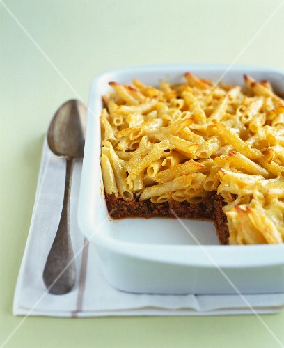 Beef ,vegetable and macaronis cheese-topped dish