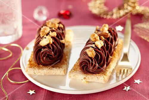 Chocolate ice cream Dacquoise