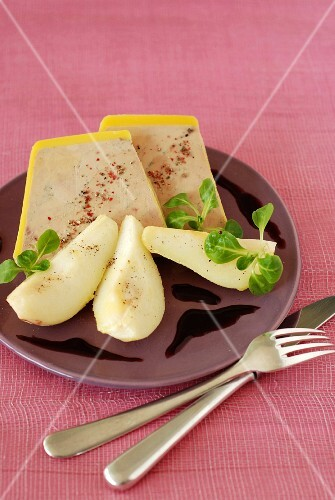 Pears and foie gras with reduced spicy Port