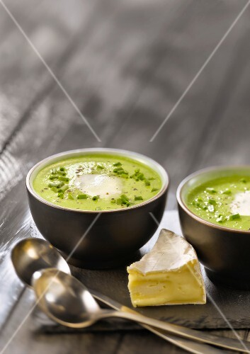 Green soup with Camembert