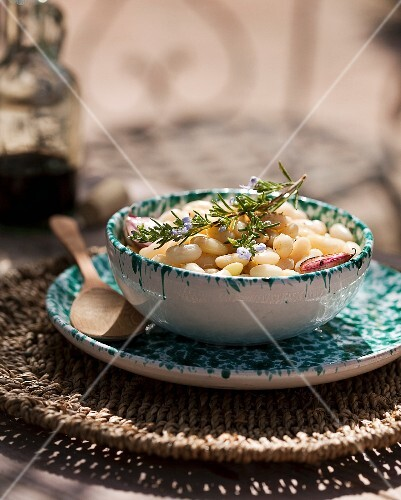 White beans with garlic and rosemary