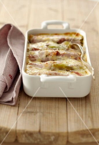 Leek and ham cheese-topped dish