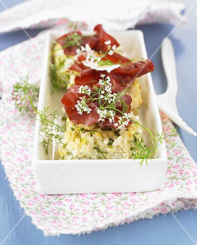 Rice and zucchini gratin with raw ham