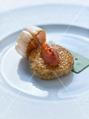 Crisp rice cake,roasted scallops, stewed tomato and ginger butter