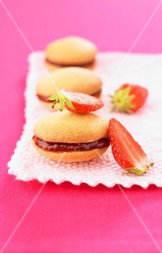 Strawberry-raspberry Whoopies