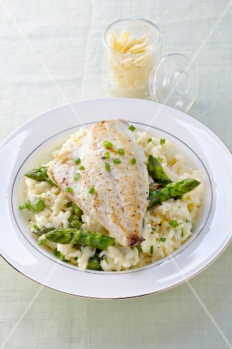 Sea bream fillet with asparagus risotto