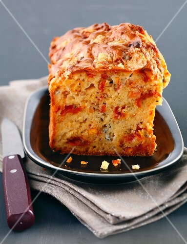 Tomato and Roquefort savoury cake