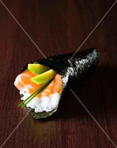Salmon-avocado Temaki