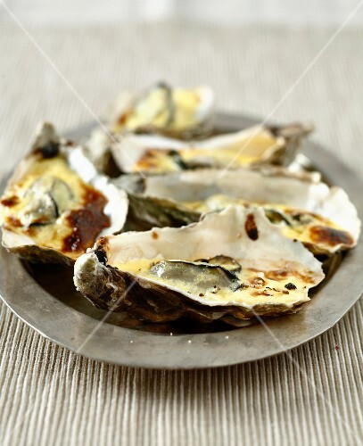 Hot oysters with Champagne sauce