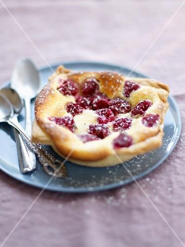 Cheesecake-style raspberry tartlet