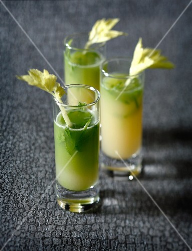 Apple and celery juice with ginger