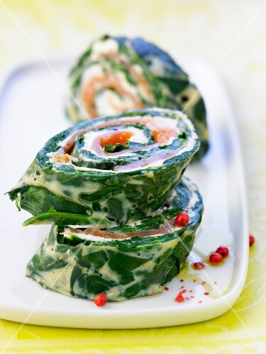 Spinach,cream cheese and salmon sliced roll
