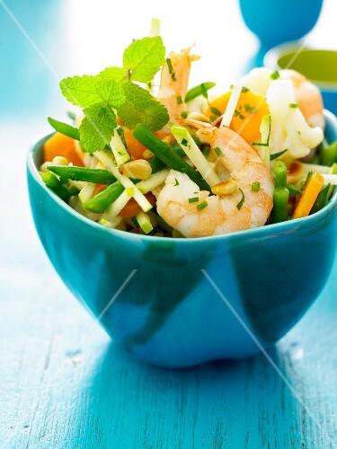 Crisp vegetable and shrimp salad
