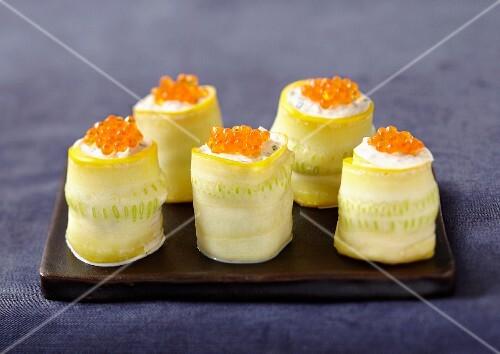 Yellow zucchini and salmon roe makis