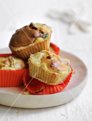 Mini pear and Fourme d'Ambert cakes