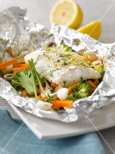Cod and vegetables cooked in aluminium foil