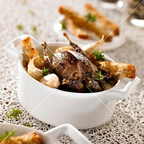 Roasted thrush with garlic and toasted fingers