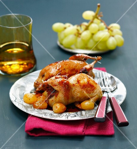 Stuffed quails with green grapes