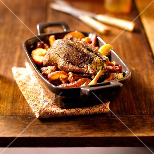 Stuffed pigeon with thyme,apples and pleurotus mushrooms