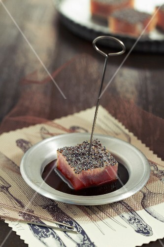 Tuna and poppyseed bite in soya sauce