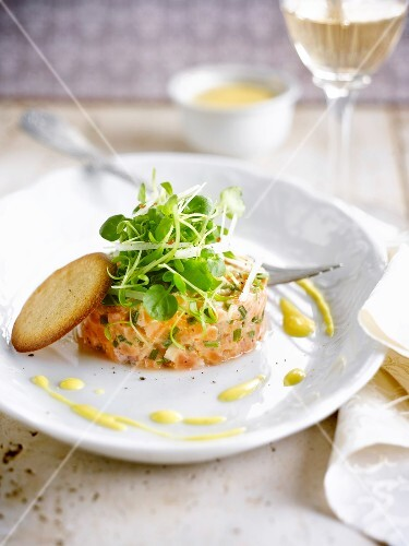 Cardamom-flavored salmon tartare with mango puree
