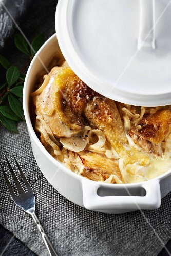 Capon from janzé with Roscoff onions