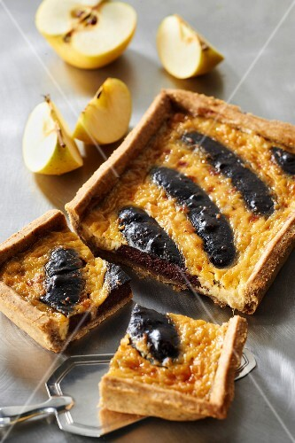 Blood sausage, apple and four spice tart