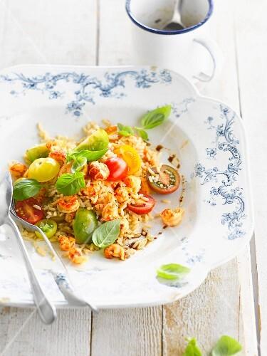 Rice, crayfish and tomato salad