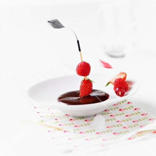 Strawberry-raspberry thick puree with fresh fruit