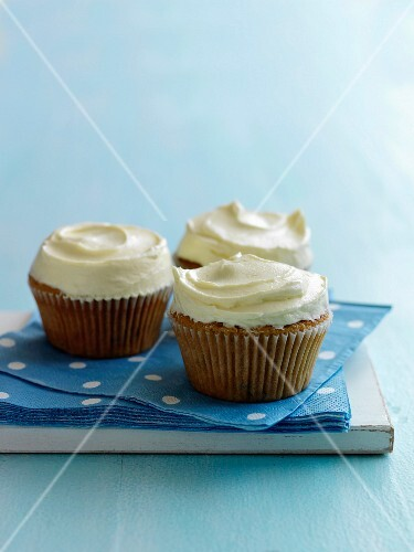 Muffins with white chocolate topping