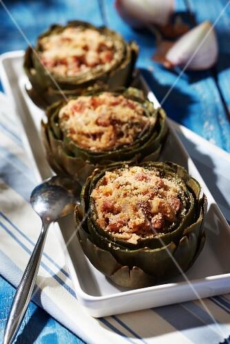 Breton artichokes stuffed with diced bacon