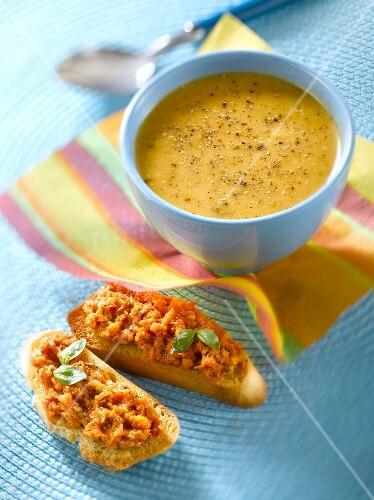 Légumes du soleil Knorr soup,preserved tomato caviar on toast