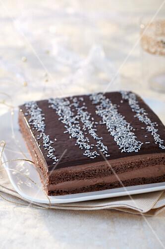 Opéra (Französische Mandel-Biskuit-Torte mit Schokoladenglasur)