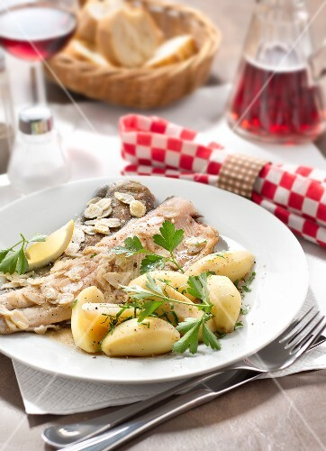 Trout with almonds and steamed potatoes with parsley