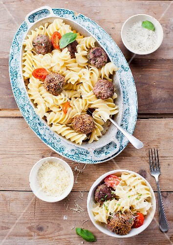 Pasta with beef meatballs and sesame seeds